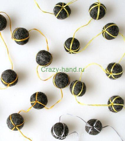 felt-ball-necklaces-detail4