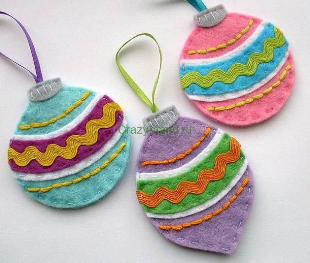 03da7_felt_christmas_ornaments-1